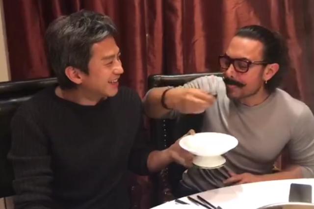 邓超带阿米尔汗吃皮蛋 网友:英语好像进步了?