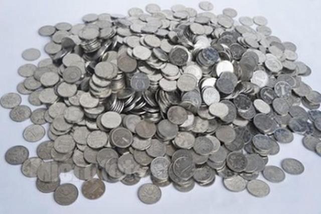 20岁男子为求刺激开着宝马偷硬币 所得还不够油钱