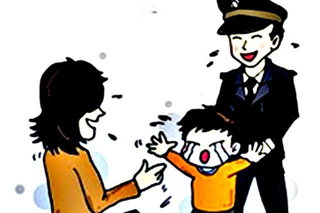 冰城五岁娃衣着单薄迷路 民警帮助找到其家长