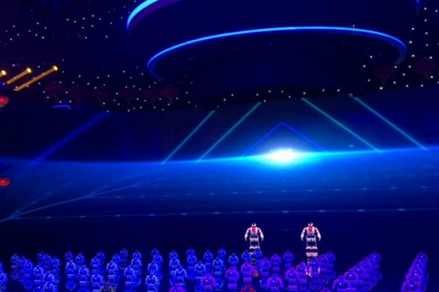 哈工大机器人登央视舞台大跳《ci哩ci哩》