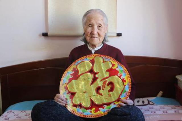 哈尔滨102岁老人王理芝分享长寿秘籍给大家拜年