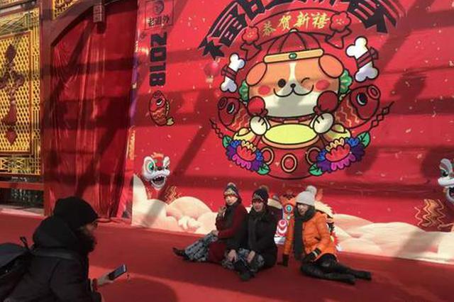 春节日均10万人次到访哈尔滨老道外 市民游客爱拍照