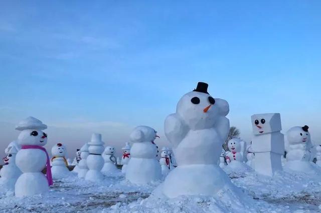 十万黑龙江省内游客春节游雪人谷 气温变暖将闭园
