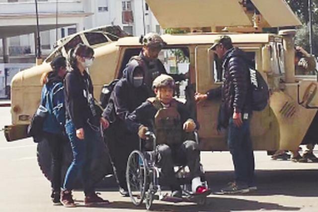 坐着轮椅拍摄 哈尔滨爷们张译有军魂的硬汉