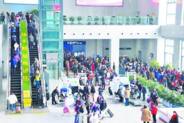 佳木斯火车站迎来节后高峰 客流增幅居高不下