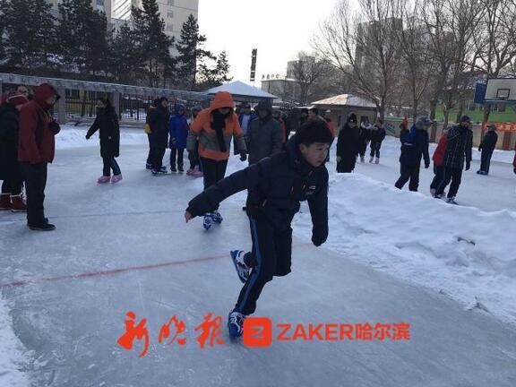 哈市今冬首场冰考挺顺溜 59名考生百米滑冰轻松满分