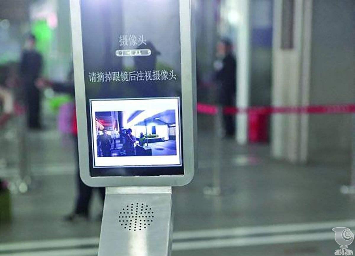 """长沙火车南站启用""""人脸识别""""系统 坐高铁可刷脸进站"""