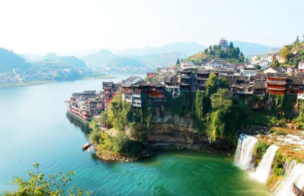 湘西芙蓉镇:一座挂在瀑布上的千年古镇