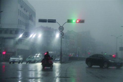 明起湖南全省迎较强降雨 未来一周降温10-12℃