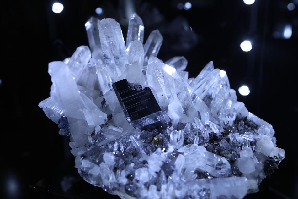 第六届矿博会郴州开幕 众多矿物宝石