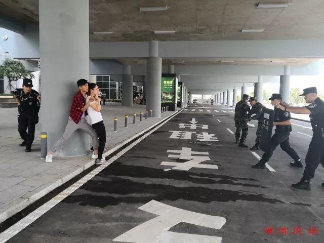 湖南机场公安局进行反暴反劫持演练