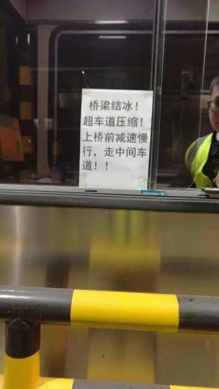 二广高速益阳段车祸 直击车辆失控撞击瞬间