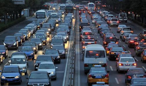 常德交警发布出行提示:提前规划路线 避开拥堵路段