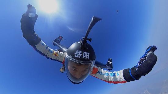 亚洲飞人低空极限挑战成功!️