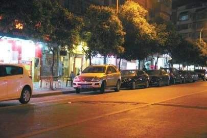 长沙开展专项整治 路边停车人不离车也挨罚