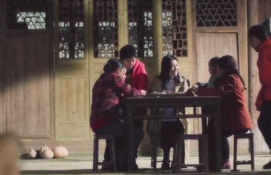 [拍摄]刘雯敬业精神获赞叹