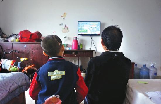 邵阳7岁男孩出生就患上脑瘫,妈妈离家出走,为治病欠下60多万元
