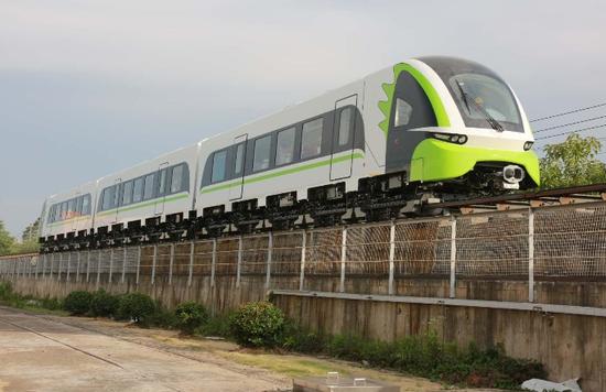 列车在中车株机公司厂区试验线上试验。资料图片