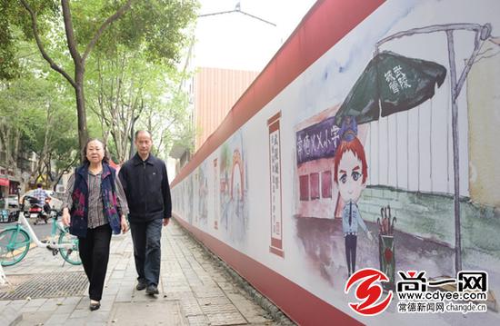 常德市城区建设路常德市第四中学路段的城管宣传墙绘。刘凌 摄