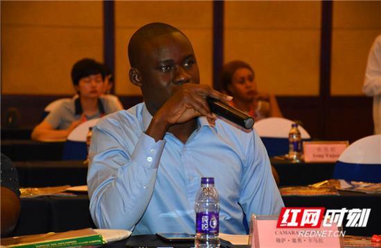 马里共和国《独立报》记者穆萨·塞勇·卡马拉。