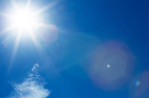 68 岁爷爷怕感冒,不开窗不开空调,结果待在家中也中暑,到医院一查体温 41 ℃