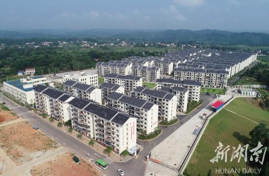 (7月30日,怀化市最大的易地扶贫搬迁安置点——沅陵县太安社区。湖南日报·新湖南客户端记者 童迪 摄)