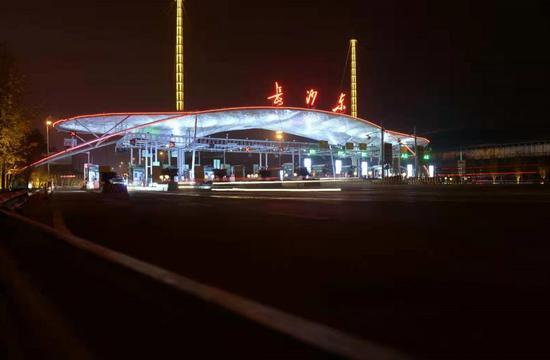 """春节前将完工,机场高速全线亮化和""""生态""""突出长沙特色"""