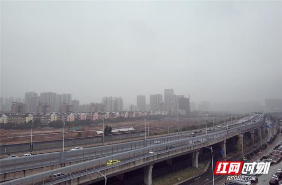 今日长沙,阴雨天气。李白华 摄