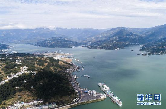 10月28日拍摄的的水位上涨后的湖北省秭归县秭归港(无人机拍摄)。新华社发(郑家裕 摄)