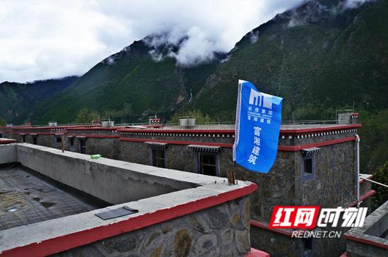 隆子县小康村准巴乡达村建设现场。