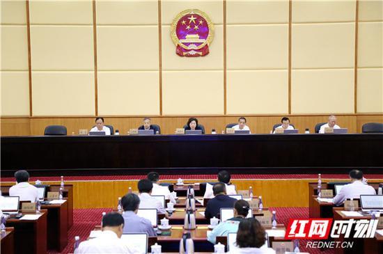 5月31日上午,湖南省人大常委会第四次会议决定批准2018年全省地方政府债券资金安排及省级预算调整方案。