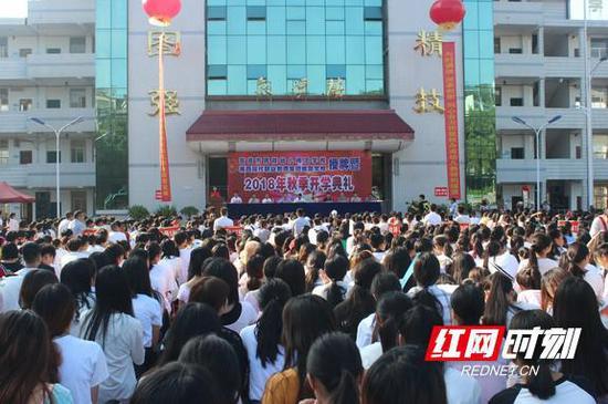 吉首市民族幼儿师范学校、湘西现代职业教育集团成员学校授牌仪式举行。
