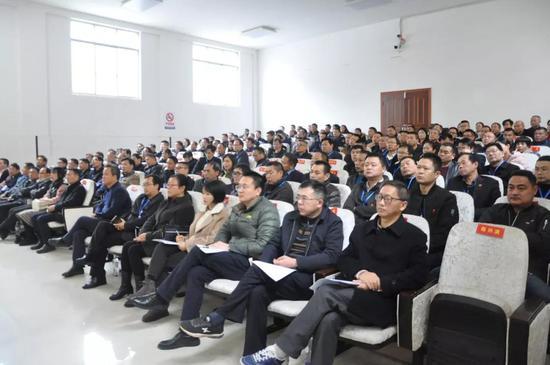 岳阳一副主任科员临近退休涉嫌受贿40多万
