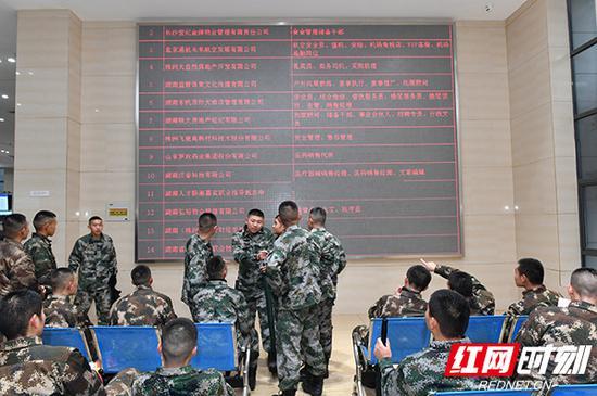 共有236名退役士兵与用工nb88新博手机版现场签订就业意向书。