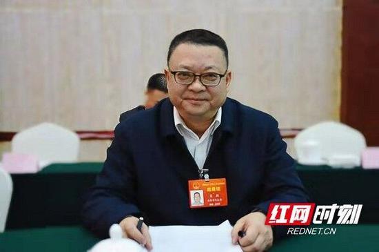 两会上,湖南省人大代表、财政部湖南监管局党组书记、局长肖翔结合工作实际提出了自己的建议。