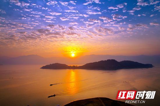 醉美东江湖晨曦。