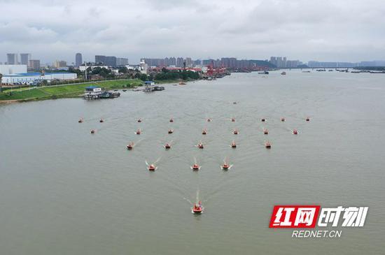 """6月20日,""""人民至上 生命至上""""湖南省2020年抗洪抢险应急演练举行。"""