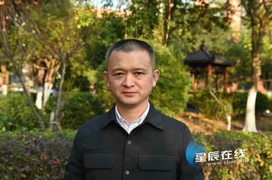 长沙市十五届人大代表,湖南新亚胜光电股份有限公司董事长