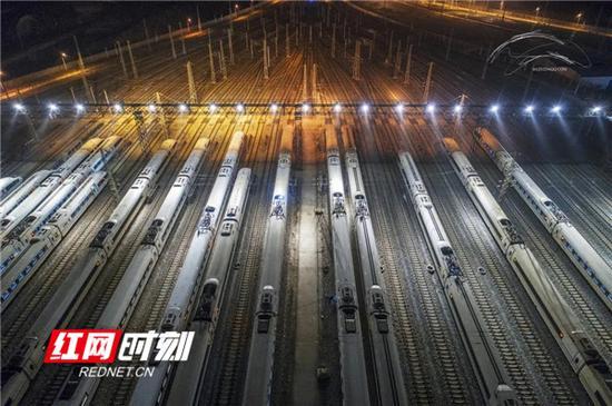 2021年1月20日零时起,全国铁路已实施新的列车运行图。