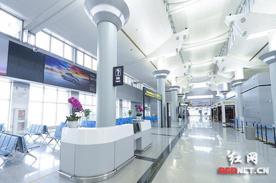 长沙黄花机场T1航站楼候机厅。