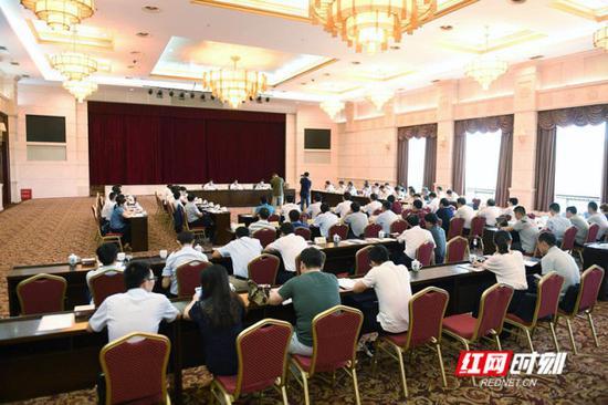 5月16日下午,湖南省2018年脱贫摘帽县脱贫攻坚工作调度推进会在长沙举行。