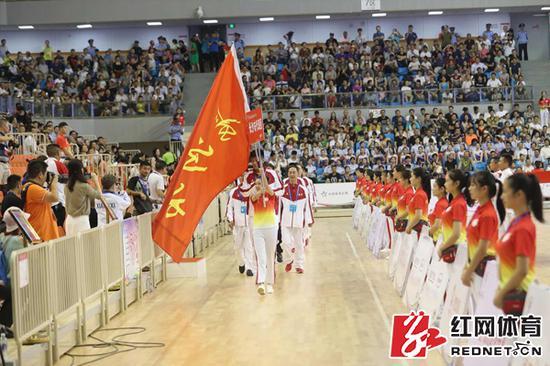 开赛仪式代表团入场式。