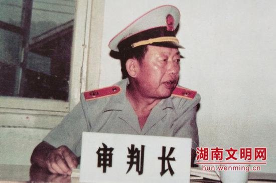 卓志厚曾经的工作照。图片来源:湖南文明网