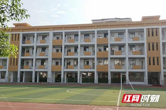 严家岗小学新建教学楼。