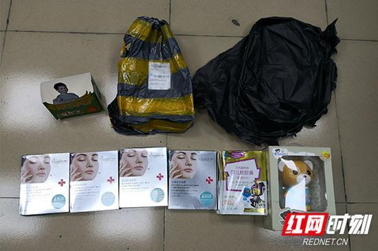 警方缴获的藏有毒品的邮包。