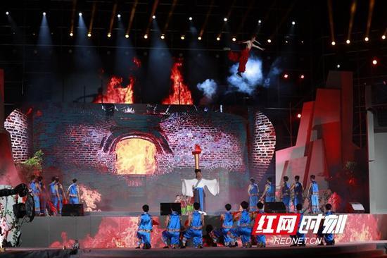 """开幕式""""湖南瓷旅之夜"""",以多种方式向各国嘉宾讲述湖南""""瓷旅""""故事。"""