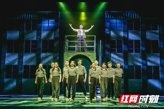 音乐剧《袁隆平》被文化部列为2018年度全国舞台艺术重点创作剧目,同时获得国家艺术基金项目资助。