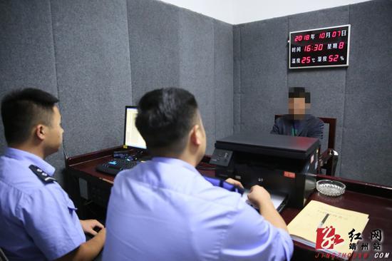 渠阳镇红心村村民蔡某因殴打执法人员,被公安机关依法拘留。