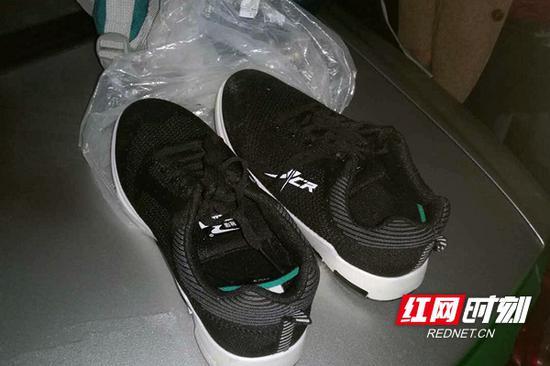 藏毒品的鞋。