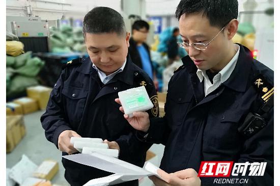 长沙海关下属的星沙海关从一日本入境邮件中发现18盒、共108支莲见疫苗。